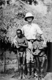 В голландской Новой Гвинее...