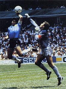 Диего Марадона, аргентинский футболист...