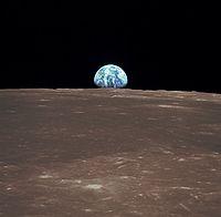 «Аполлон-11» совершил первую в...