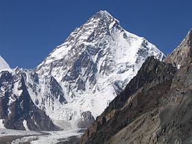 Итальянские альпинисты Лино Лачеделли...
