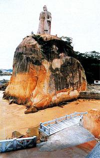 В японском приморском городке,...