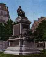 На парижской площади Мальзерб...